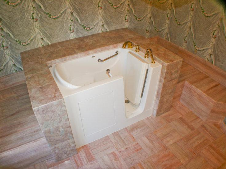 wallpaper handicap tub
